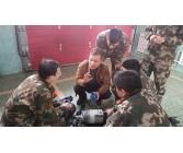 技术人员在沈阳消防队讲解空气呼吸器的使用方法